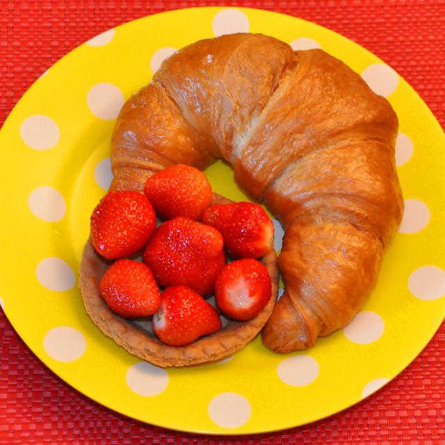 Mai 2020 ... Butter-Croissants und Erdbeeren
