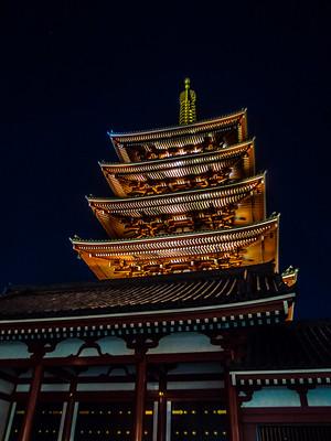 Nihon_arekore_02120_Sensoji_Gojunoto_by_night_2_100_cl