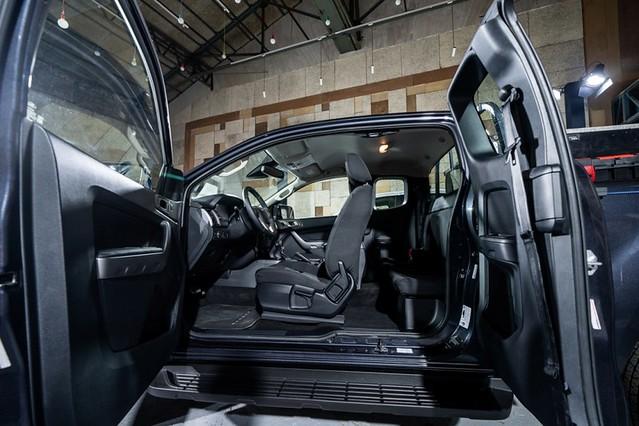 【圖七】New Ford Ranger職人型採用一廂半車身座艙與中央對開式車門設計,同級唯一2+2四座空間配置,提供彈性十足的乘坐應用