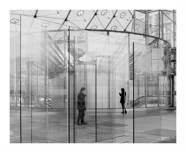Paris La Defense - Big Arch - The Glass System