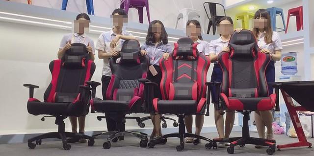 4 fois la même chaise mais des options différentes