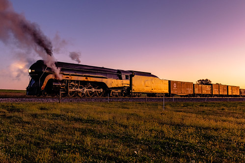 paradise morning light sun sunrise pennsylvania unitedstatesofamerica field train canon farm smoke engine steam locomotive freight glint 484 2470f4 77d
