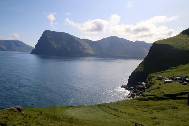 The coast at Trøllanes, Kalsoy