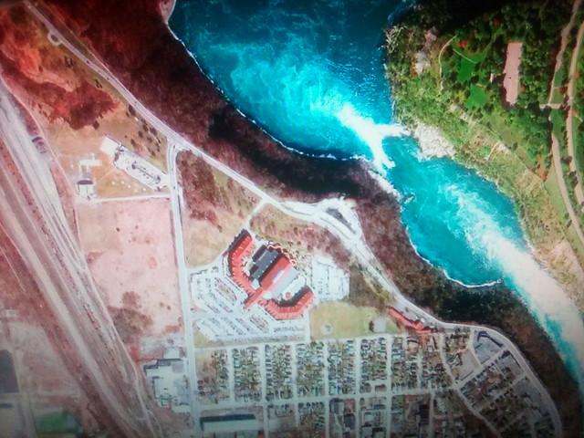 Niagara Falls on my screen #toronto #niagara #niagarafalls #niagarawhirlpool #satelliteimage #googleearth #googlehome #television