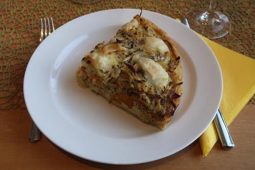 Kürbis-Zwiebel-Käse-Crostata (aufgebacken, mein Stück)