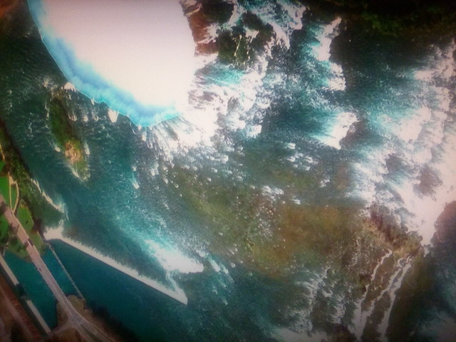 Niagara Falls on my screen #toronto #niagarafalls #horseshoefalls #niagarariver #satelliteimage #googleearth #googlehome #television