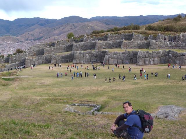 Sele en las ruinas de Sacsayhuamán en Cuzco (Perú)