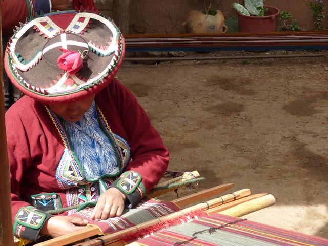 Tejedora en Chinchero (Valle Sagrado de Perú)