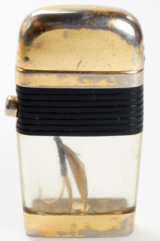 RD28589 Vintage Scripto VU LIGHTER Black Fishing FLY Lure with BLACK BAND DSC03813