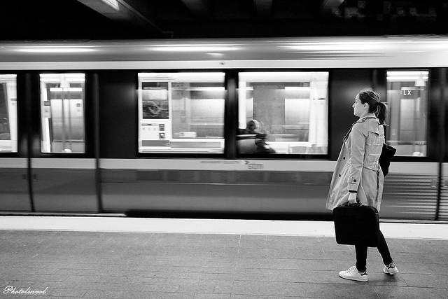 attendre le metro