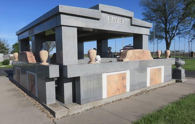 Davis Memorial (Hiawatha, Kansas)