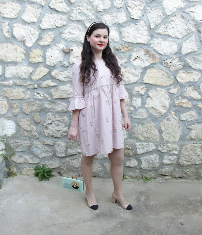 Look robe champêtre, escarpins bicolores et sac radio Kate Spade