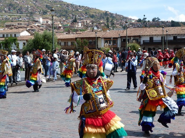 Danza tradicional en la Plaza de Armas de Cuzco (Perú)