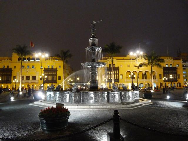 Plaza Mayor de Lima por la noche
