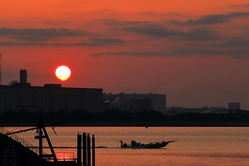 sunrise dawn sun sky cloud clouds tokyobay ocean fishingboat boat