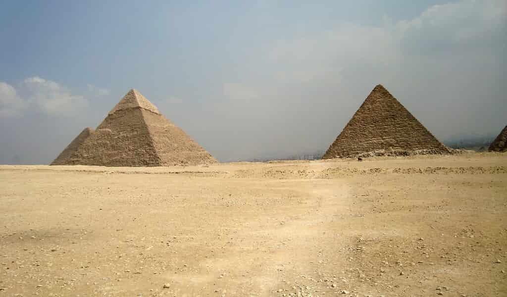 Les pyramides sont orientées sur les points cardinaux