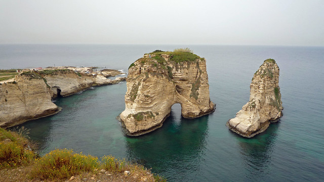2010-04-11 Raouché Rocks in Beirut
