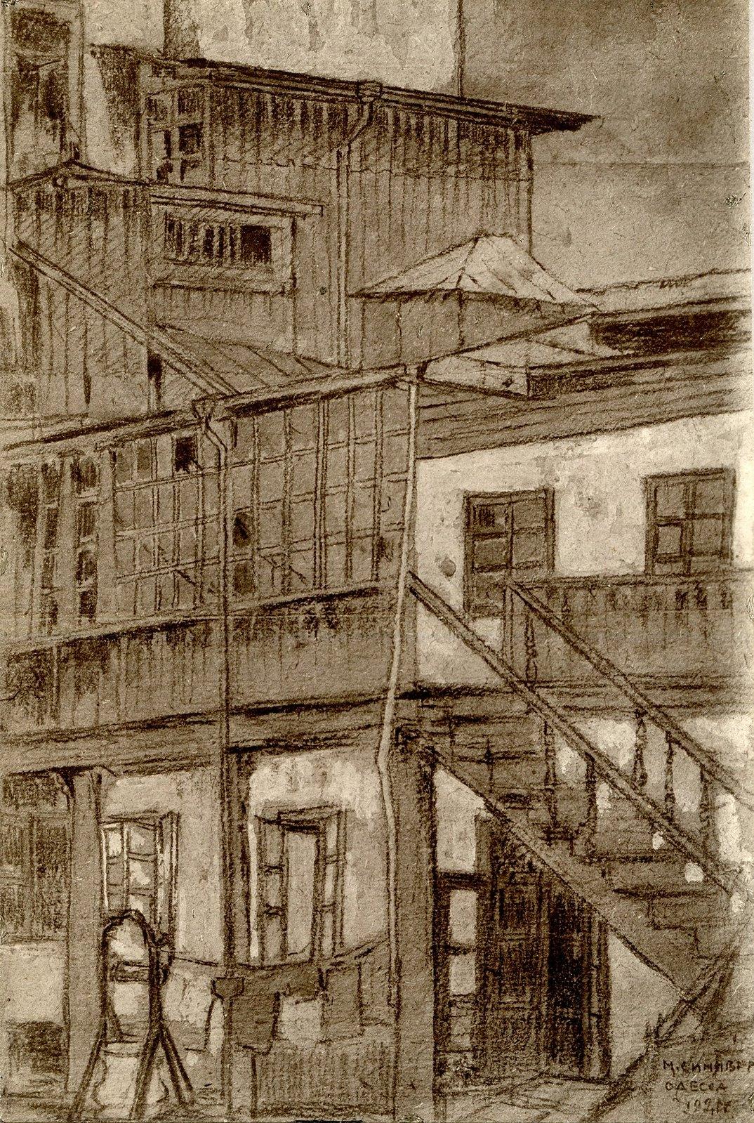 Двор с открытыми лестницами