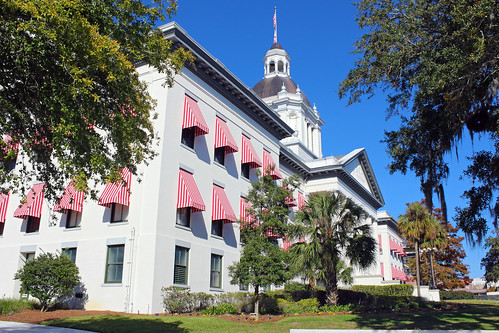 architecture governmentbuilding capitol museum classicalrevival historical trees shrubs tallahassee florida unitedstates