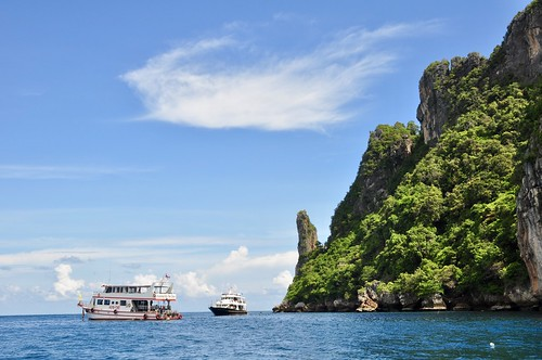 Long Tail boat tour of Phi Phi Islands