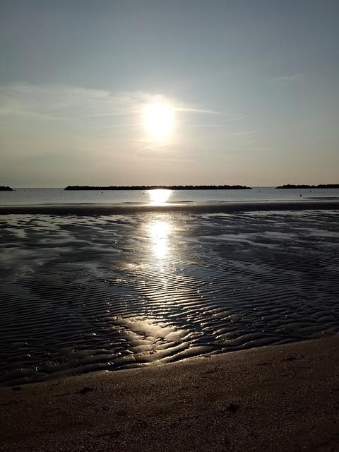 Alba in riva al mare, ITALIA.