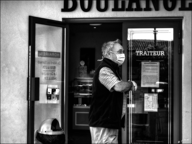Covid19: Gants, masque, gel, attestation, carte d'identité, carte bancaire sans contact.... Prêt pour acheter la pain!     /     Gloves, mask, gel, certificate, identity card, contactless credit card .... Ready to go to the bakery!
