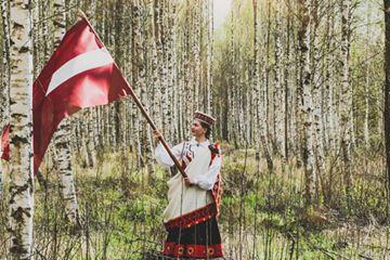 """Virtuālais gājiens """"Uzvelc tautas tērpu par godu Latvijai"""" 2020. gada 4. maijā"""