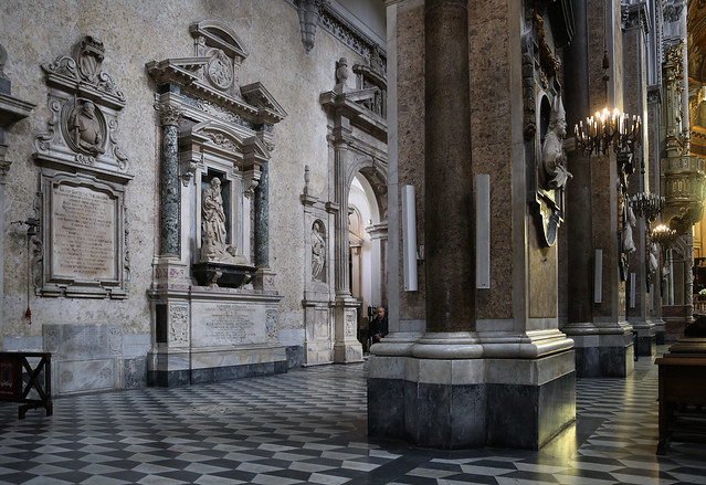 Marble en Roman columns at the Cathedral of Napoli