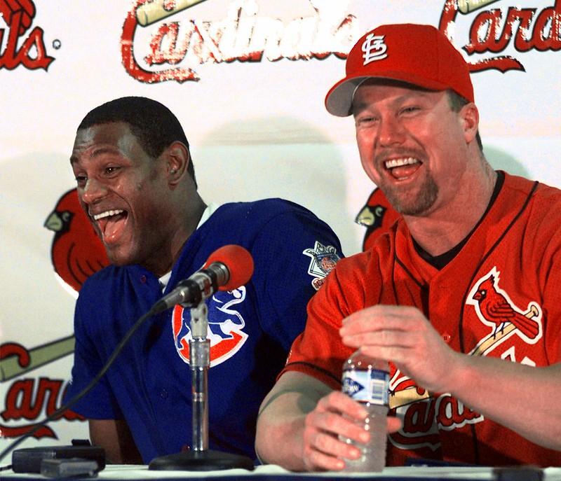 Mark McGwire(右)與Sammy Sosa(左)。(達志影像資料照)