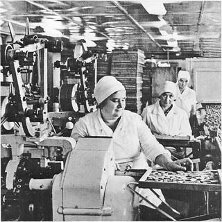 Работа на конвейером конфет багаевский элеватор официальный сайт