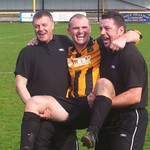 Richard Taylor (centre) gets a lift from the management team of Billy Anderson (left) & Mike Cormack (right) (Fraser Newlands)