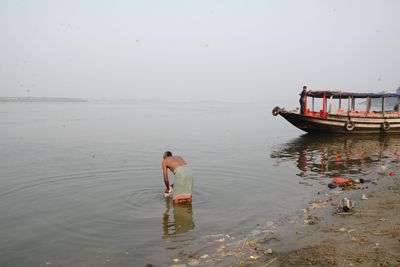 Ablutions on Ganga ghats, Munger, India, 2020 | J-T.M.