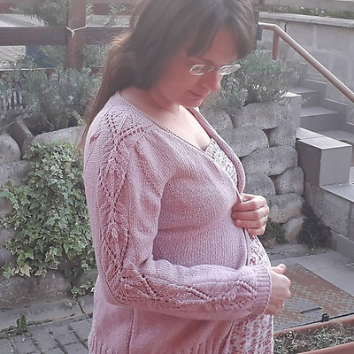 Pannouschka knit herself this lacy cardigan! Love the sleeves! Pattern is Laurina by Christelle Nihoul.