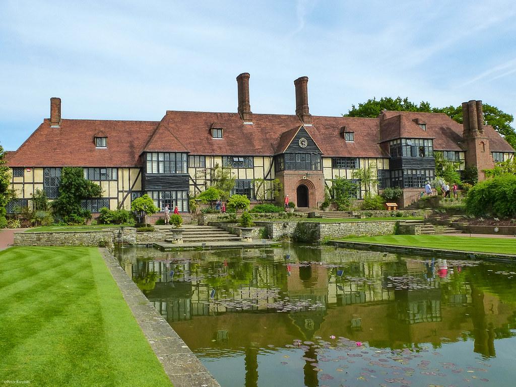Manor house Wisley Garden