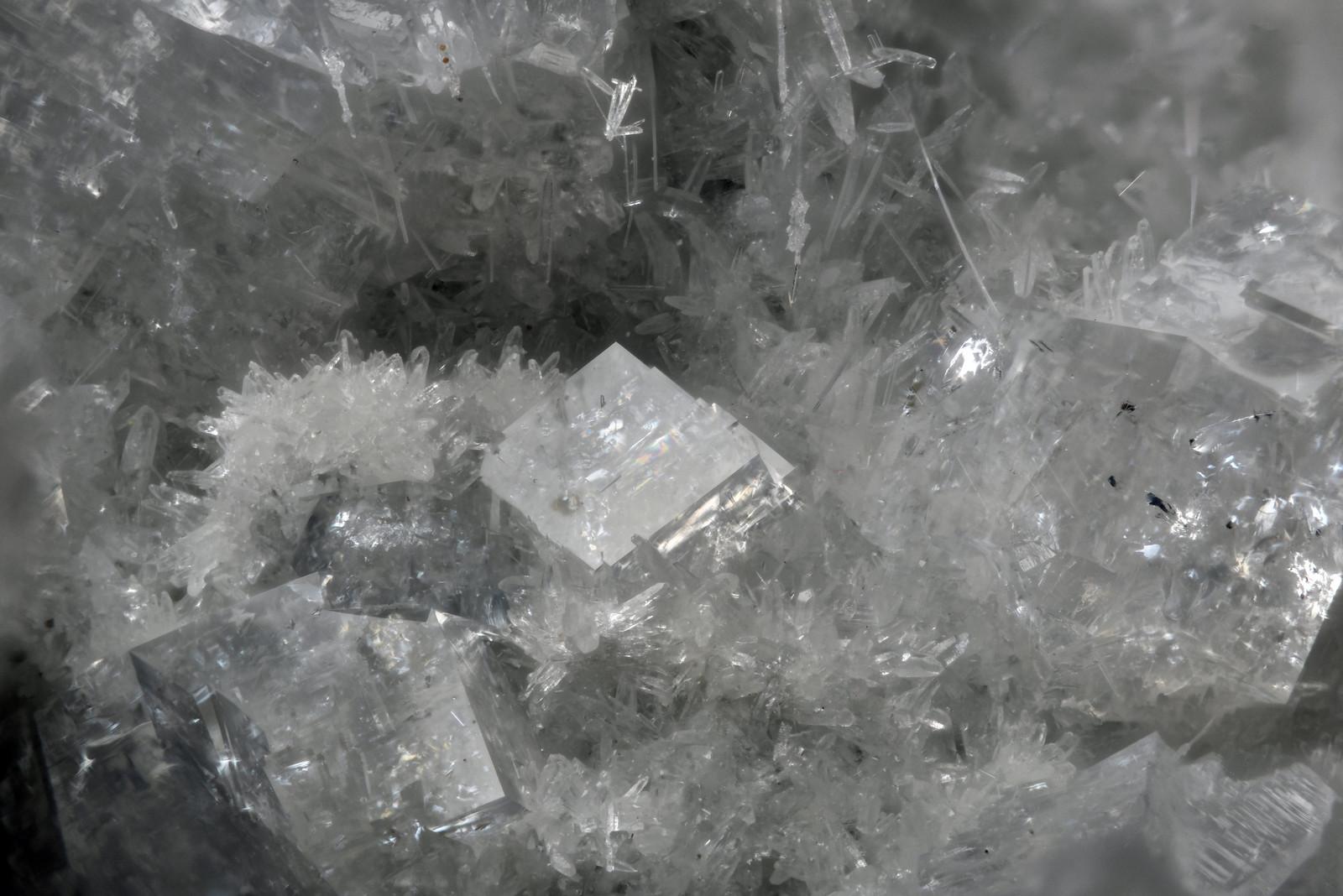 灰菱沸石 / Chabazite-Ca