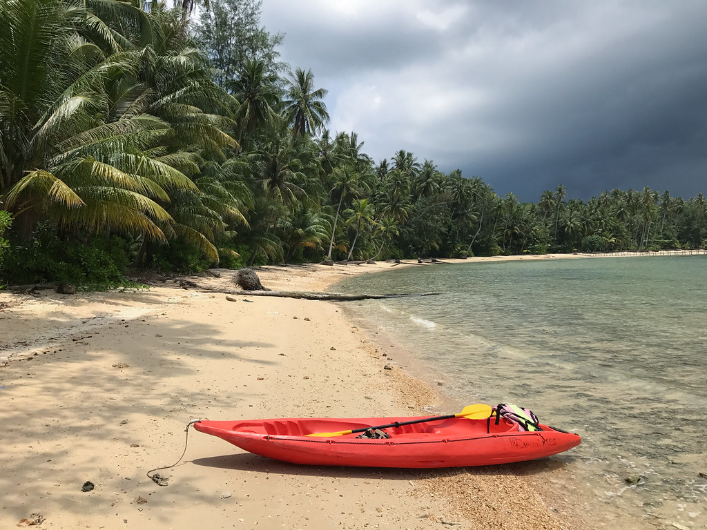 Kayaking to Ngamkho Beach