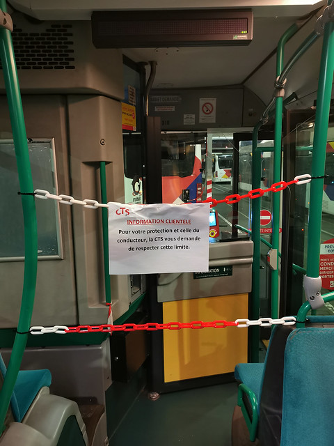 Quand les simples banderoles plastiques deviennent des chaînes, les mesures de protection dûes à l'épidémie COVID-19 vont certainement durer de longs mois !