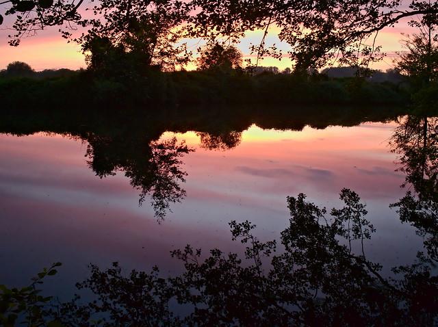 le long de la rivière - along the river