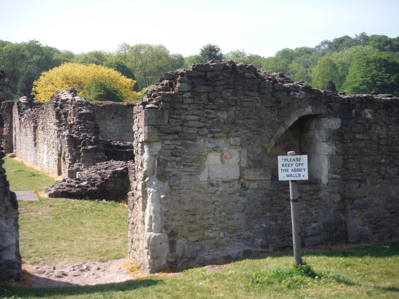 Enter the Abbey Ruins through this gap SWC Short Walk 43 - Lesnes Abbey Woods with Bostall Woods (Abbey Wood Circular)