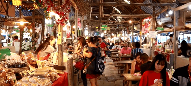 night bazaar along the Chiang Klan Road