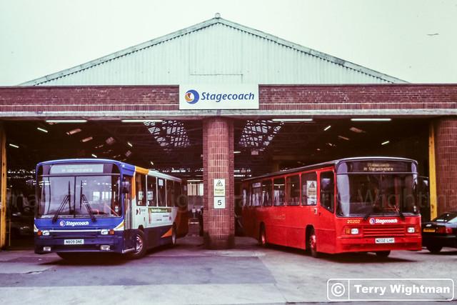 Stagecoach 20202 M202LHP 20809 N809DNE