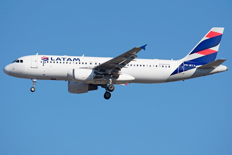 PR-MYA LATAM Airlines Brasil Airbus A320-214 - GRU