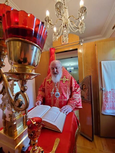 10 мая 2020, В Неделю 4-ю по Пасхе митрополит Кирилл совершил Литургию в домовом храме священномученика Игнатия Богоносца