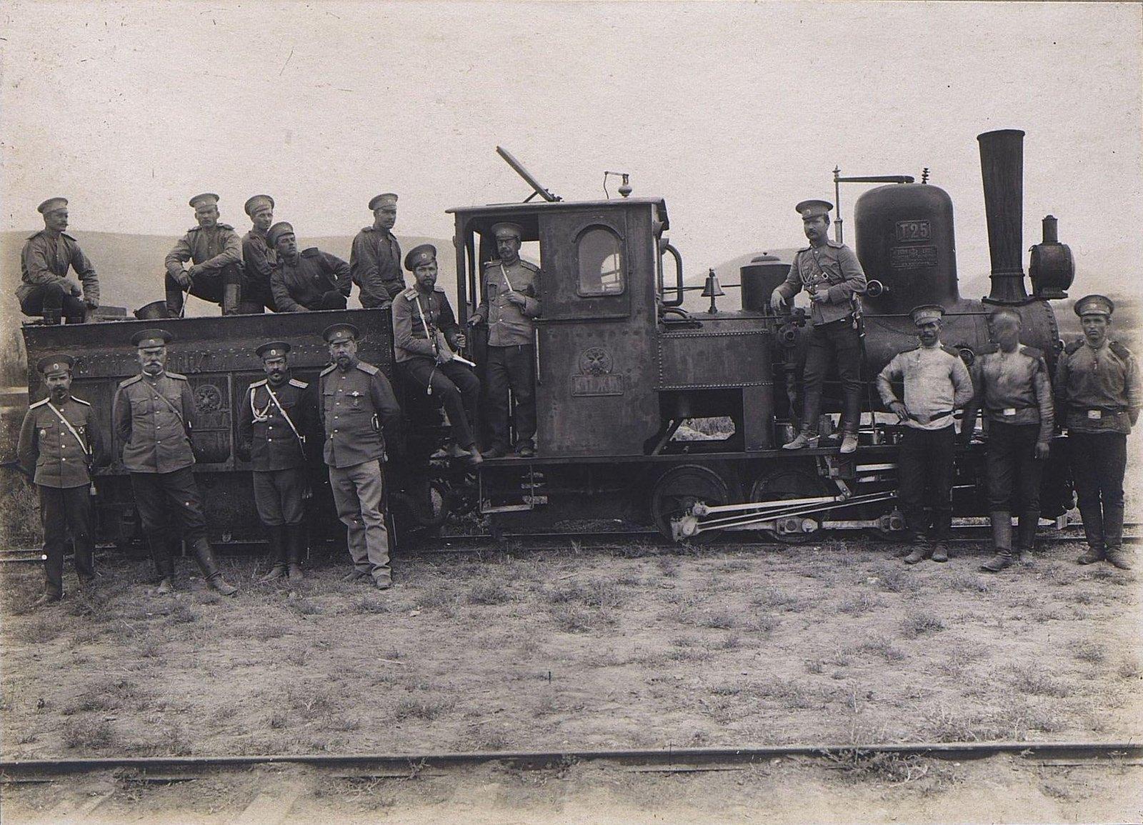 51. Группа военных у паровоза