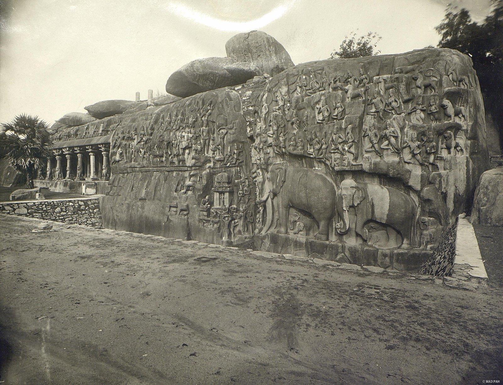 Мамаллапур (общий вид пещерного храма)