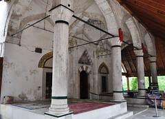 Galerie d'entrée, mosquée de Koski Mehmed pacha, 1617, Mostar, Herzégovine-Neretva, Bosnie-Herzégovine.