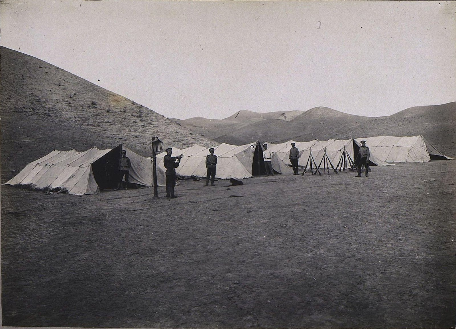47. Военные у палаток