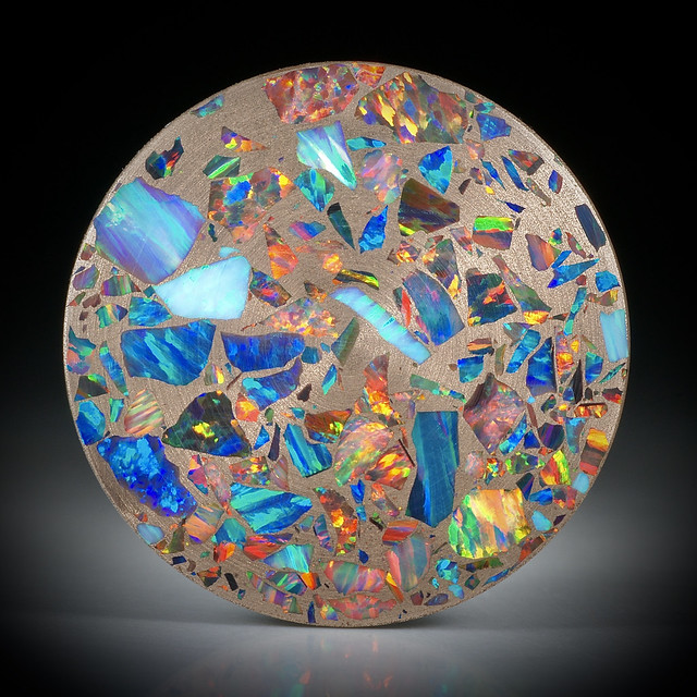 Opal synthetisch in Bronzematrix, Paar 66.07ct. Rondellen plangeschliffen und poliert, je ca.36x36x2.4mm