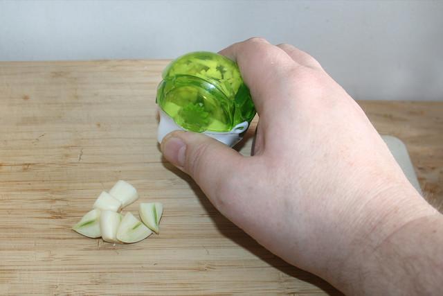 11 - Knoblauch zerkleinern / MInce garlic