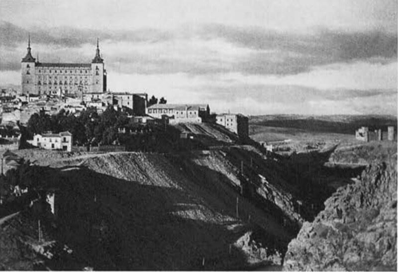 Vista del Alcázar de Toledo en los años 20 por José Ortiz Echagüe